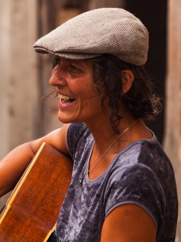 Gitarrenspielerin in Straßburg