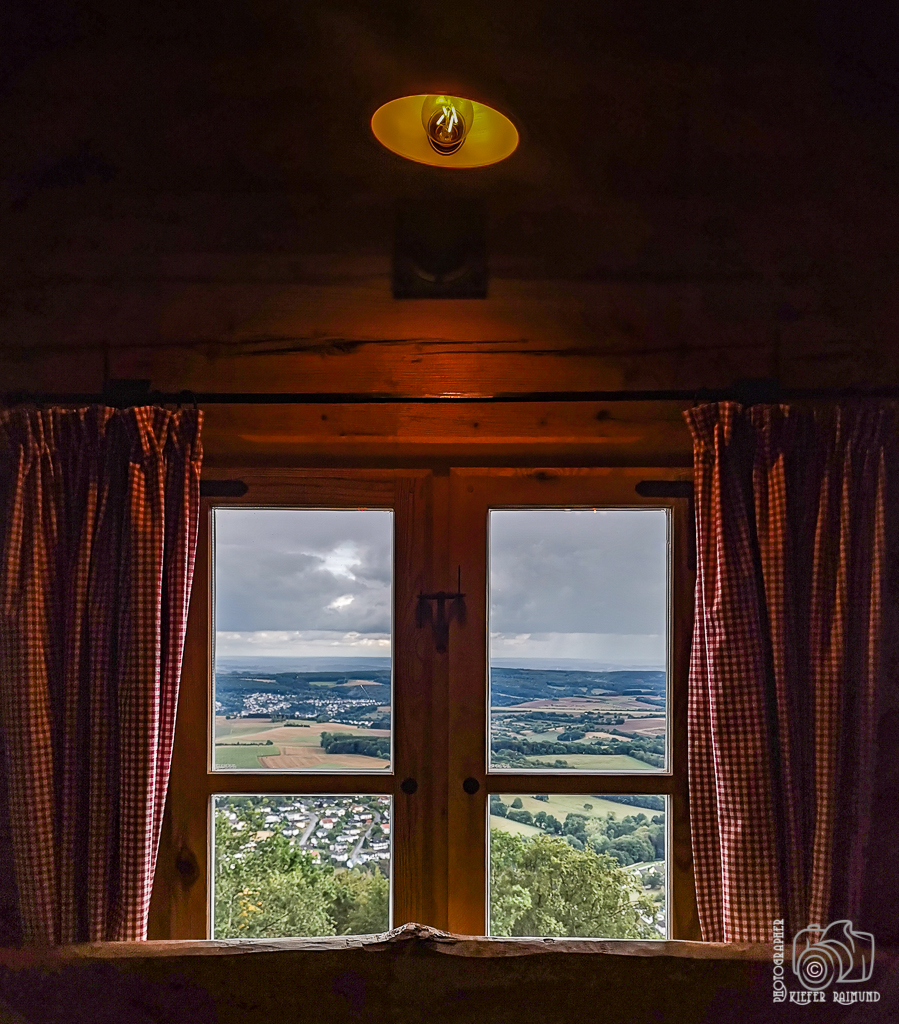 Aus dem Fenster_Raimund Kiefer